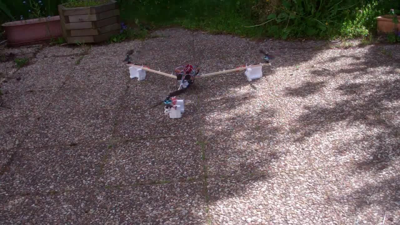 Tricopter – partie 8 – premier vol (ou saut)