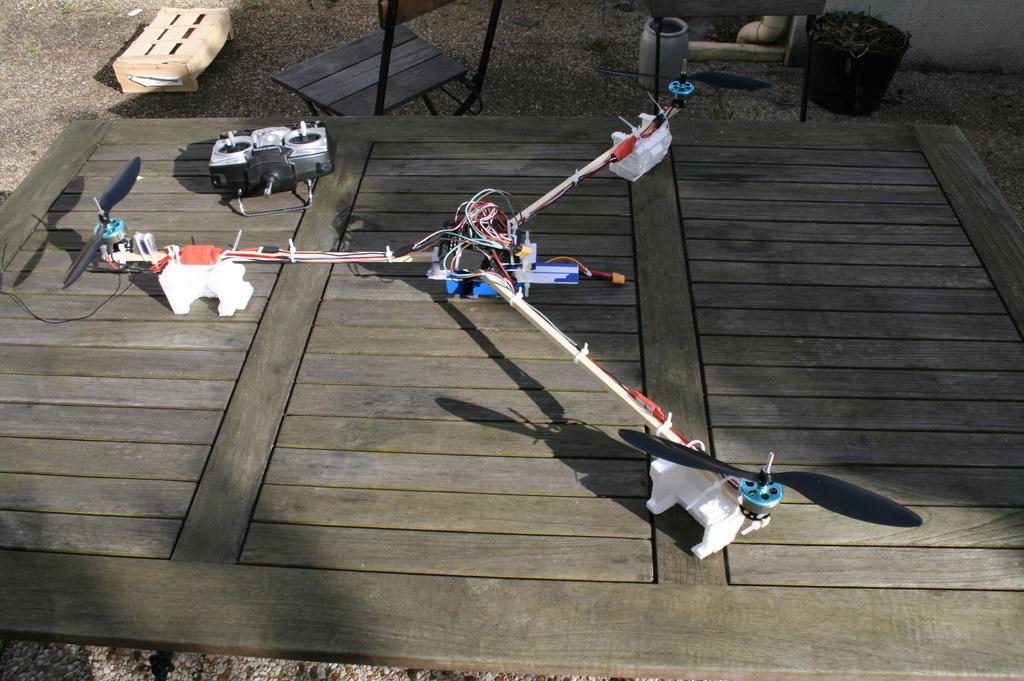 Tricopter – partie 7 – fixations, découpe & pieds
