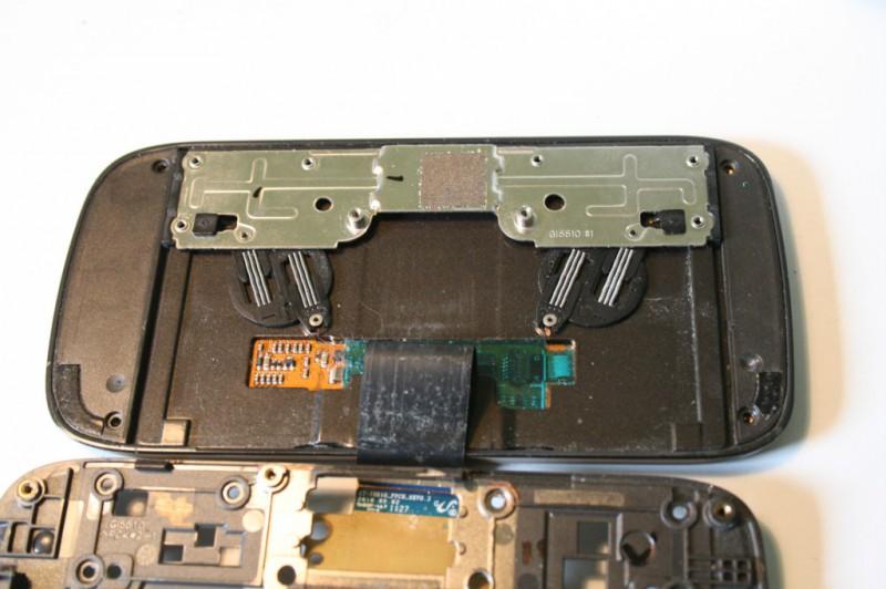 Samsung 551 nappe flex entre l'écran et la partie centrale