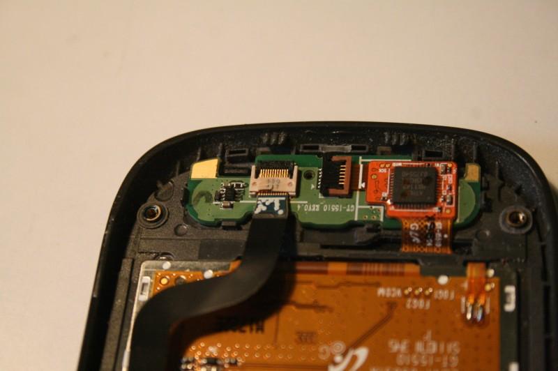 Le connecteur n'a pas l'air complétement enfoncé, il faut bien le pousser (malgré la fragilité du truc)