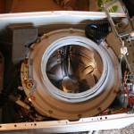Démontage et récupération de pièces d'une machine à laver