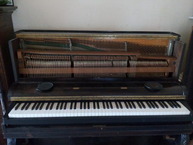 Piano numérique dans meuble de piano ancien – part 1