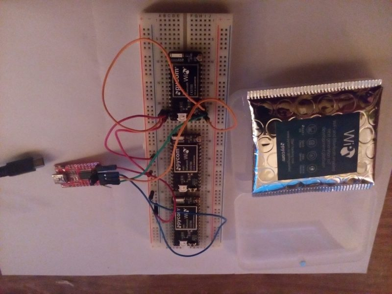 Wipy2.0 sur une breadboard branchées à un port serie pour la mise à jour du firmware