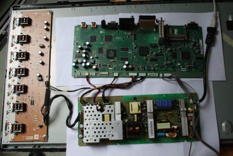 Démontage d'une télévision Sharp LC-32WD1E