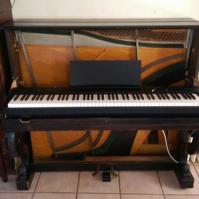 Piano numérique dans meuble de piano ancien – part 2